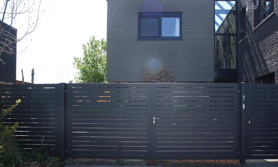 Glenfiddich-met-spatie_vast-paneel_dubbele-draaipoort-manueel_enkele-draaipoort-met-electroslot-en-draadloze-parlofoon-AG Design